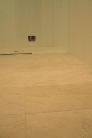 Crema Marfil Brushed 60×40 shower